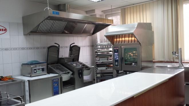 A Kombi Plusz Kft. rational technológiára épülő konyhai berendezéseket forgalmaz.