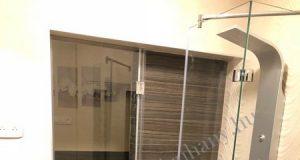 zuhanyfal-es-ajto